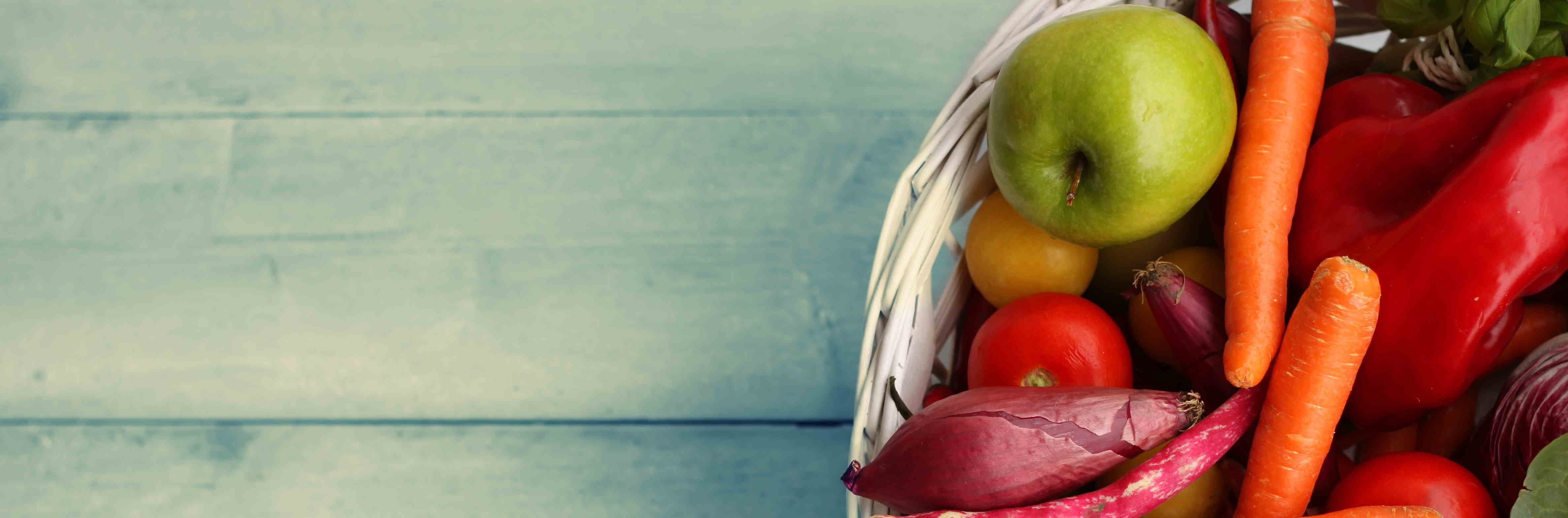 un panier de fruits et légumes